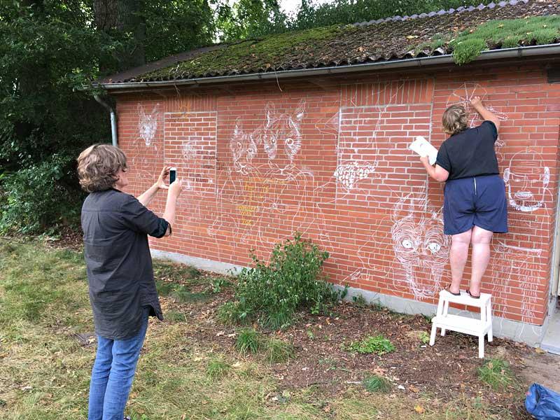 Kreidezeichnungen auf Hauswand - Jenni Tietze und Sandy Wittwer, 2017