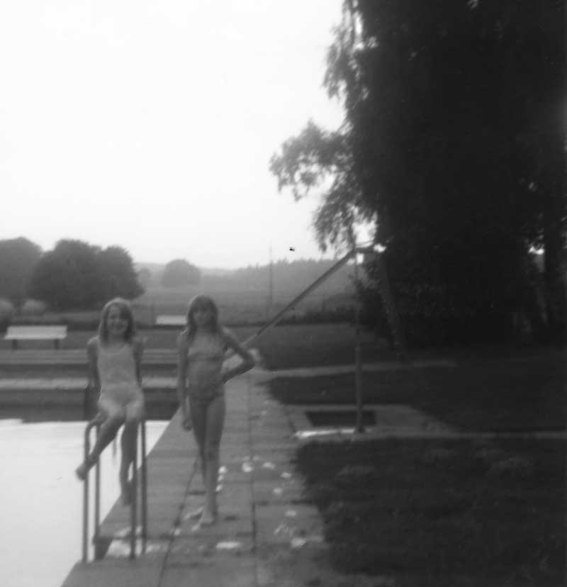 Zwei Mädchen, Garlstorfer Schwimmbad, Foto: Kathrin Schröder