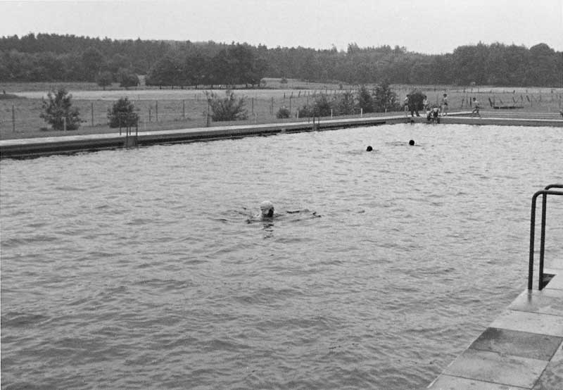Blick übers Garlstorfer Schwimmbad, Foto: Irmi Harms